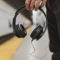 headphones-2557583_640